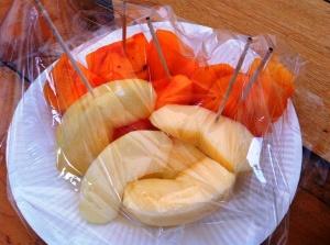 Apel dan kesemek, favorit Eiji.