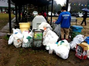 Tak lupa, sampah harus berkumpul rapi. :)
