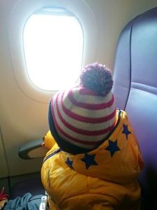 Sudah anteng duduk manis dalam penerbangan.