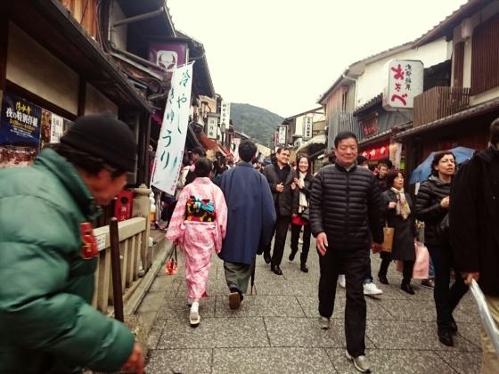 Banyak turis Jepang maupun asing menggunakan fasilitas rental kimono. ;)