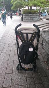 Gantungan pink sudah nangkring di tas. ;)
